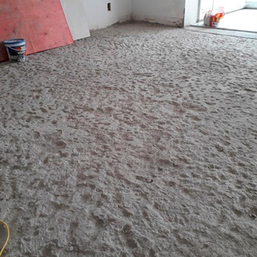 Antes de assentar o piso de madeira é essencial fazer a preparação